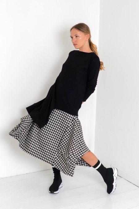 falda de cuadros asimétrica