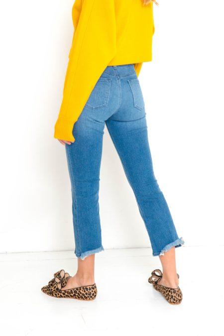 Jeans bajo trasero deshilachado